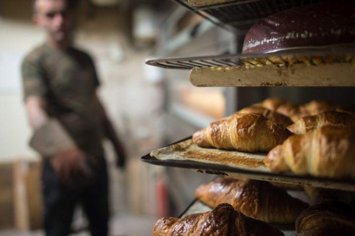 Пекар подари бизнеса си на бездомник, спасил живота му