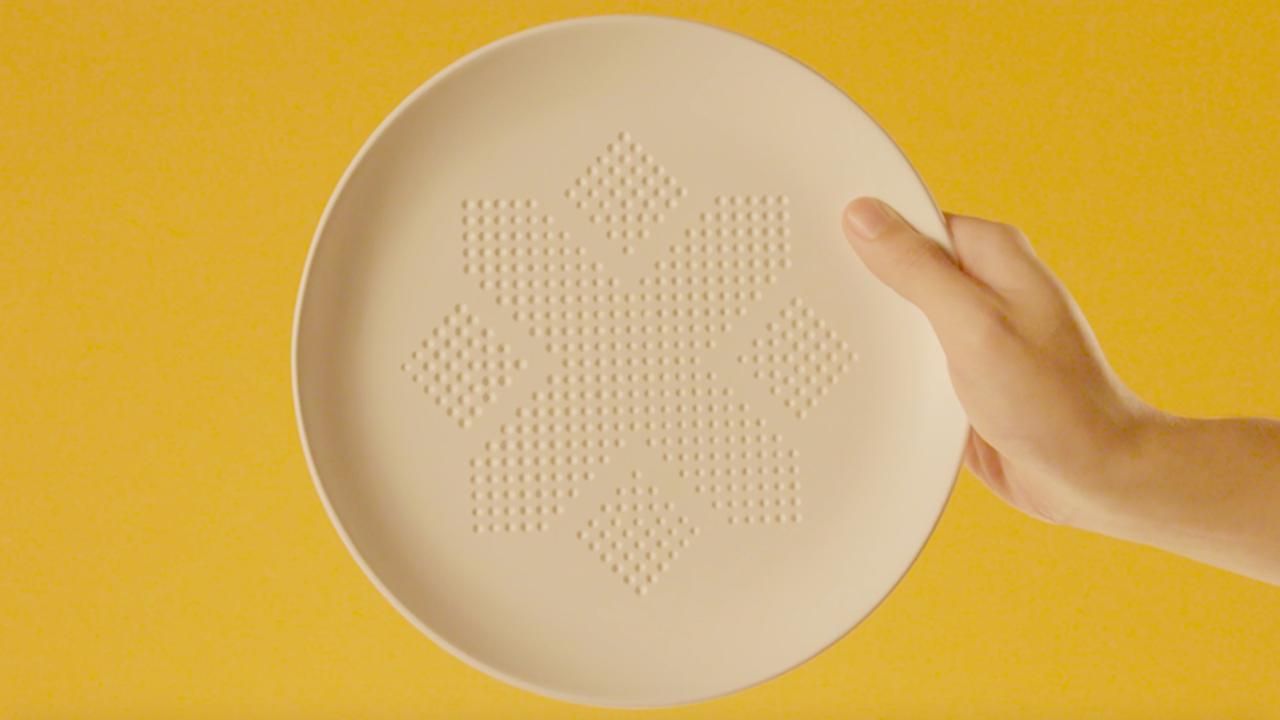 Създадоха чиния, която попива вредните мазнини от храната
