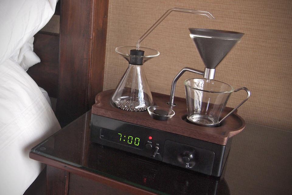 Будилник ни буди с готово кафе