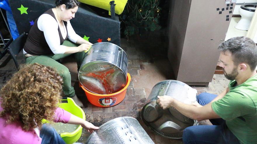 We-put-133-old-washing-machine-drums-to-illuminate-the-street-576a7b7aec2f3__880