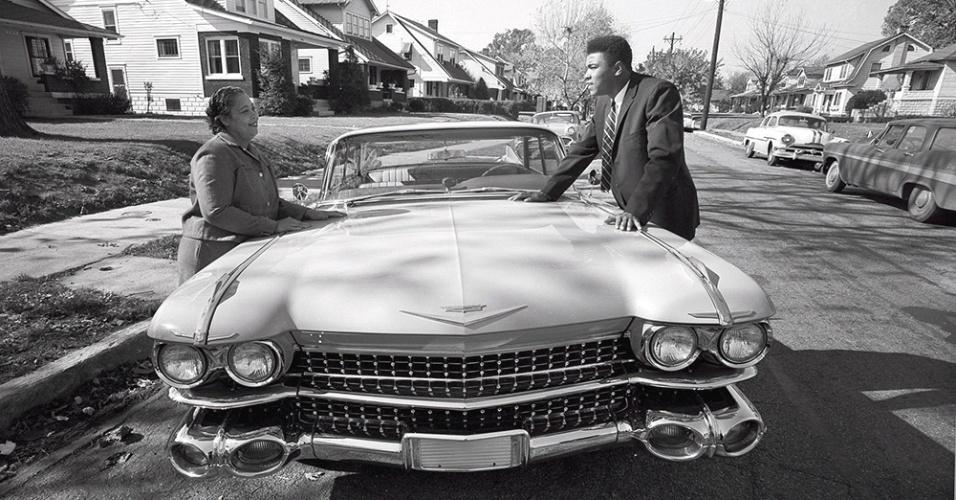 Мохамед Али слушал плочи в Cadillac с грамофон