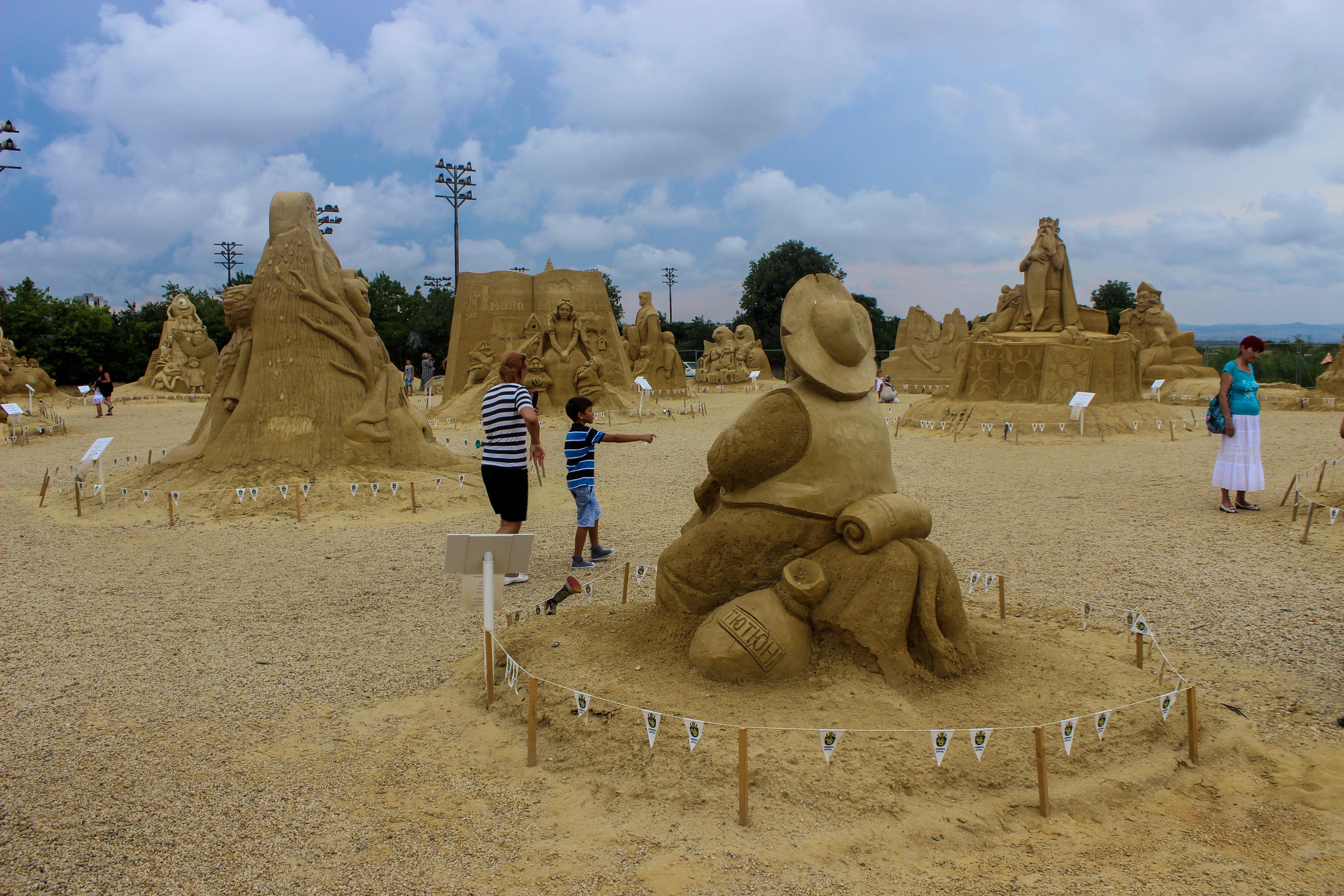 Кино герои от пясък те чакат в Бургас (СНИМКИ)