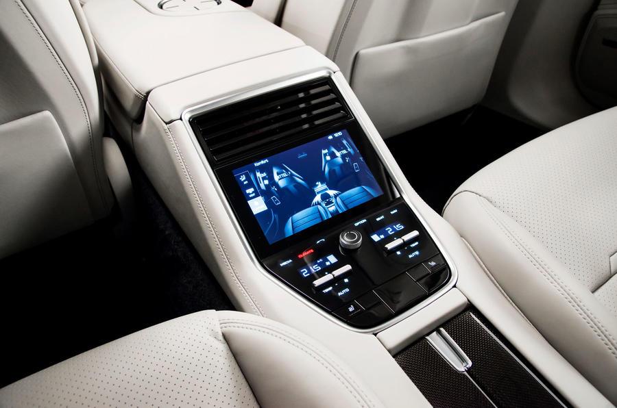 Новата Panamera или най-бързата серийна лимузина (СНИМКИ)