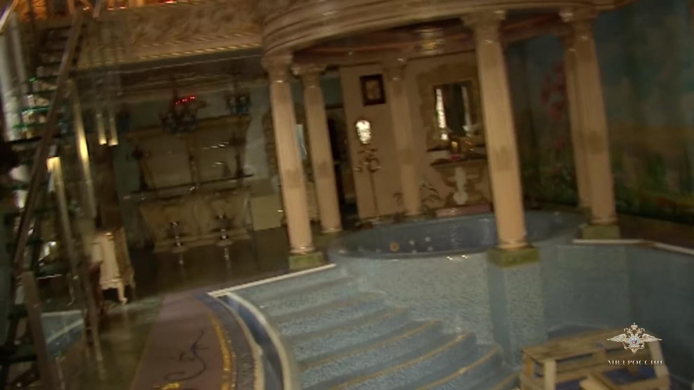 Показаха имението на най-влиятелния руски престъпник (ВИДЕО)