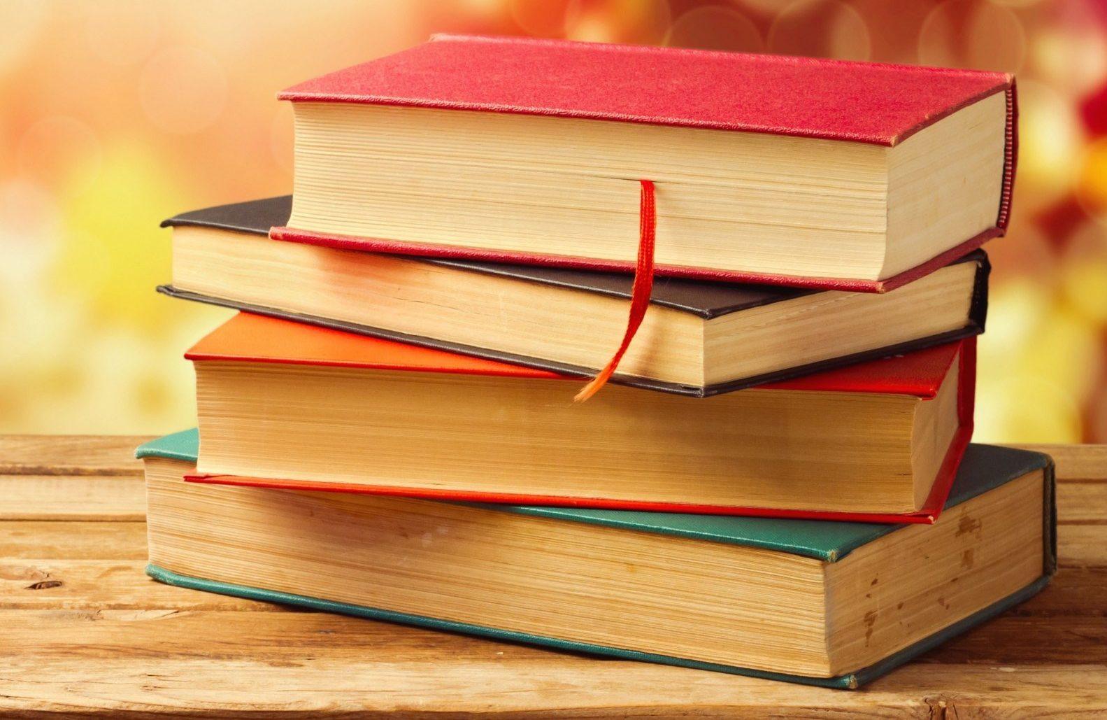 Пет книги, идеални за коледен подарък