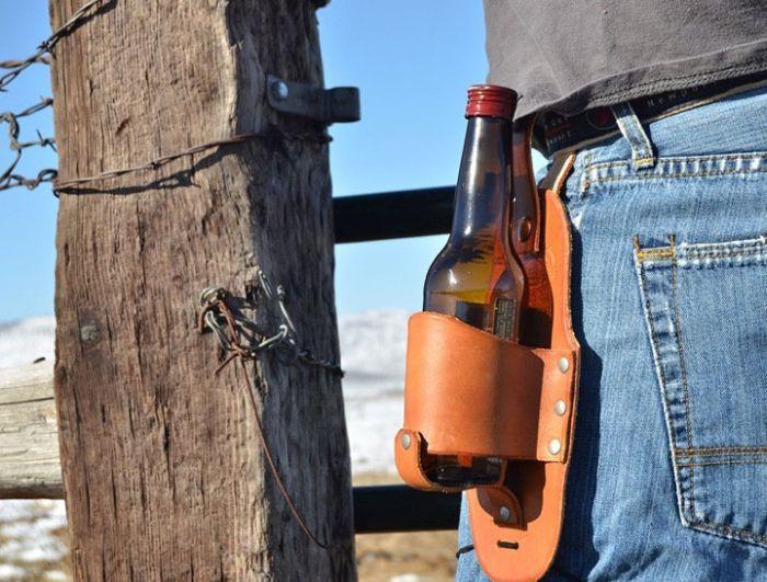 Идеалният подарък за него: Кобур за бира (СНИМКИ)