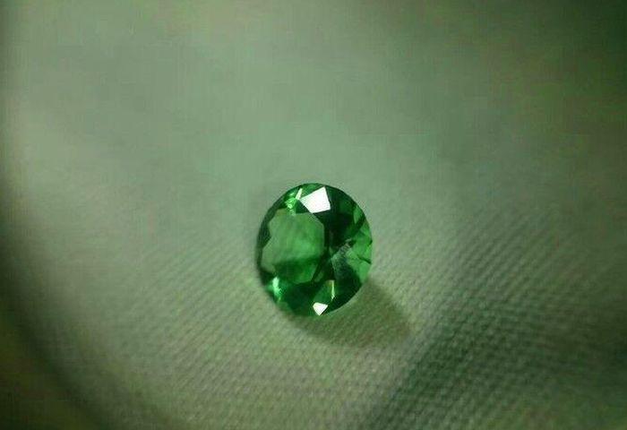 Мъж направи диамант на жена си от бирена бутилка (СНИМКИ)
