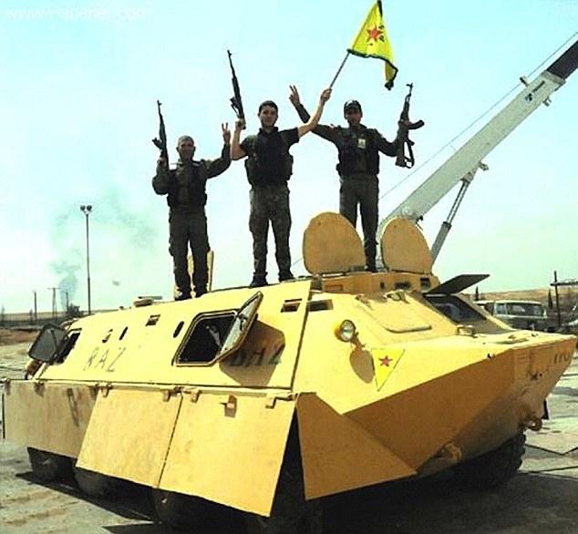 """Кюрдските бойци ползват коли като от филма """"Лудия Макс"""" срещу ИДИЛ"""