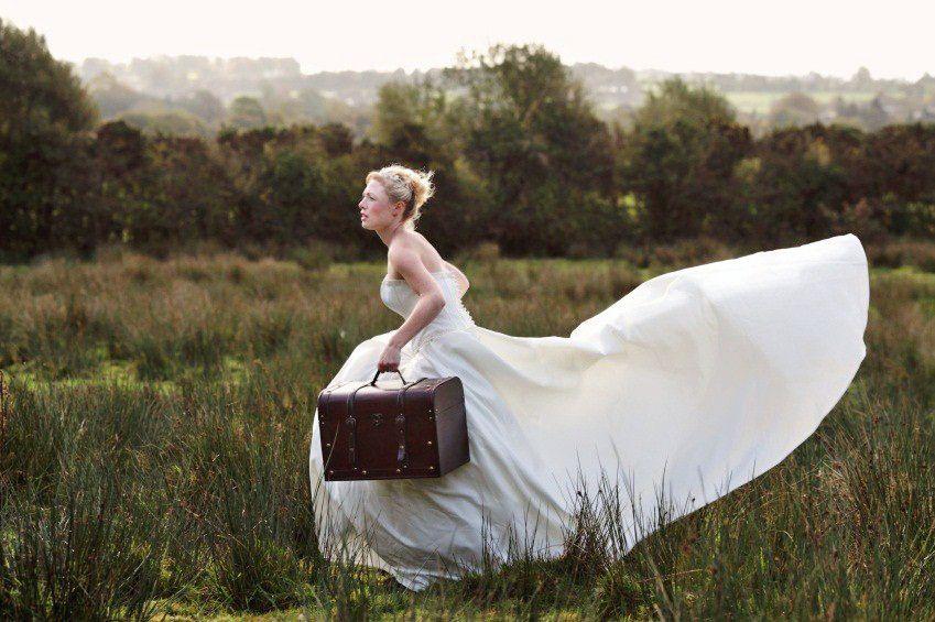 Старозагорска булка избяга от сватбата си с кума и парите