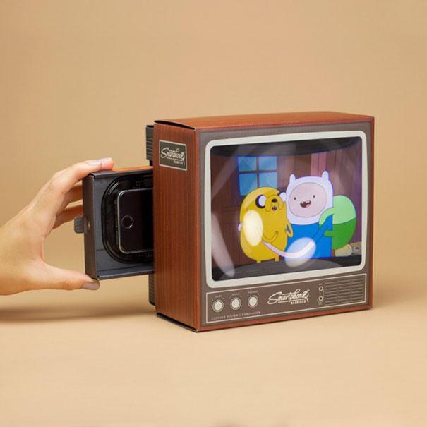retro-tv-smartphone-magnifier-firebox-1