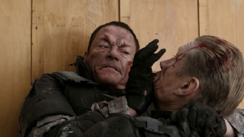 "Ван Дам и Долф Лунгрен рамо до рамо в ""Черна вода"""