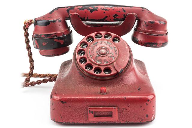 Телефонът на Адолф Хитлер продаден за 243 000 долара на търг