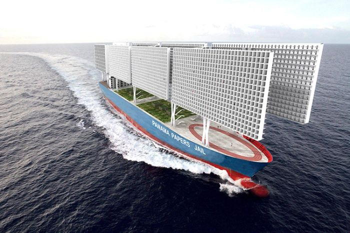 """""""Досиетата от Панама"""" – Корабът-затвор с капацитет от 3300 души (СНИМКИ)"""