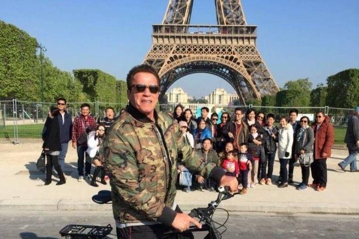 Бате Арни направи фото бомба на китайски туристи (СНИМКИ)