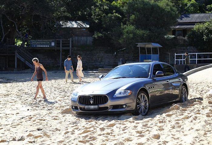 """Адвокат паркира своето """"Maserati"""" директно на плажа (СНИМКИ)"""