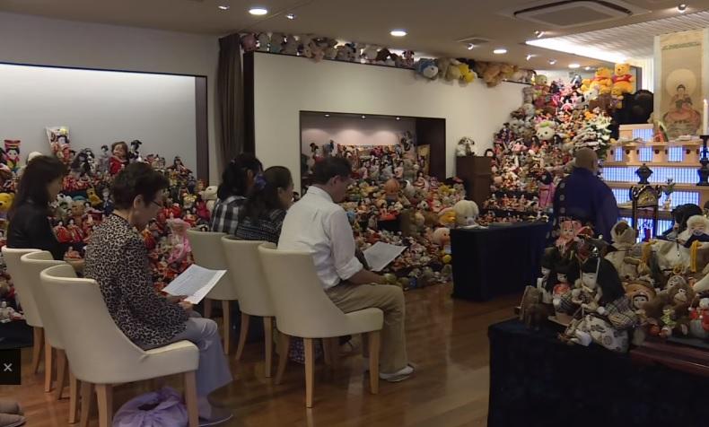 Доста фрийк – в Япония се организират погребални церемонии за кукли