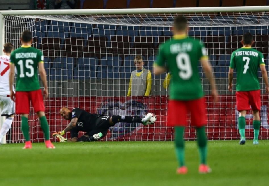 Защо играе тоя тролейбус Чорбаджийски и още от Туитър за мача с Беларус