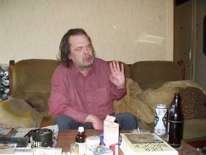 На гости в апартамента на един алкохолик (ФОТОРЕПОРТАЖ)