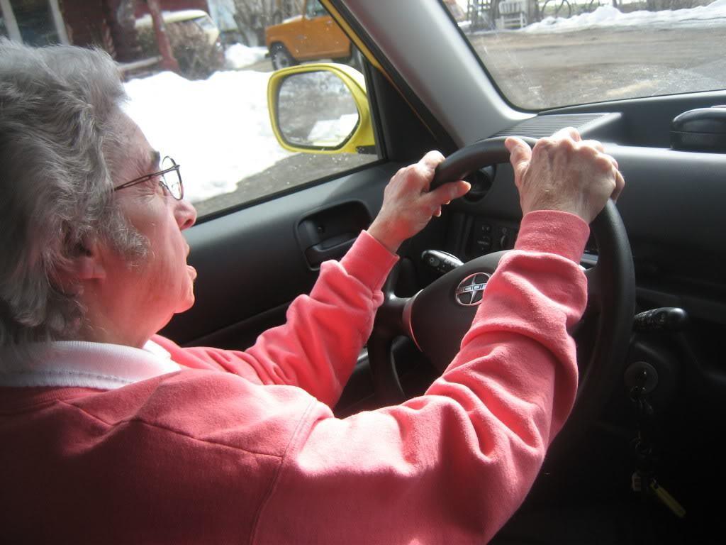 """Хванаха баба на 79 г. да шофира """"Порше"""" с 238 км/ч"""