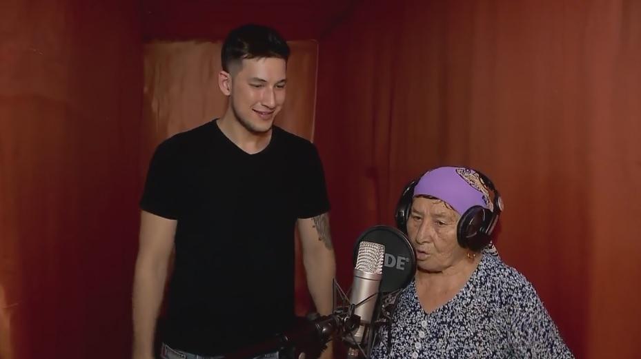 78-годишна баба се превърна в рап сензацията на Казахстан (ВИДЕО)