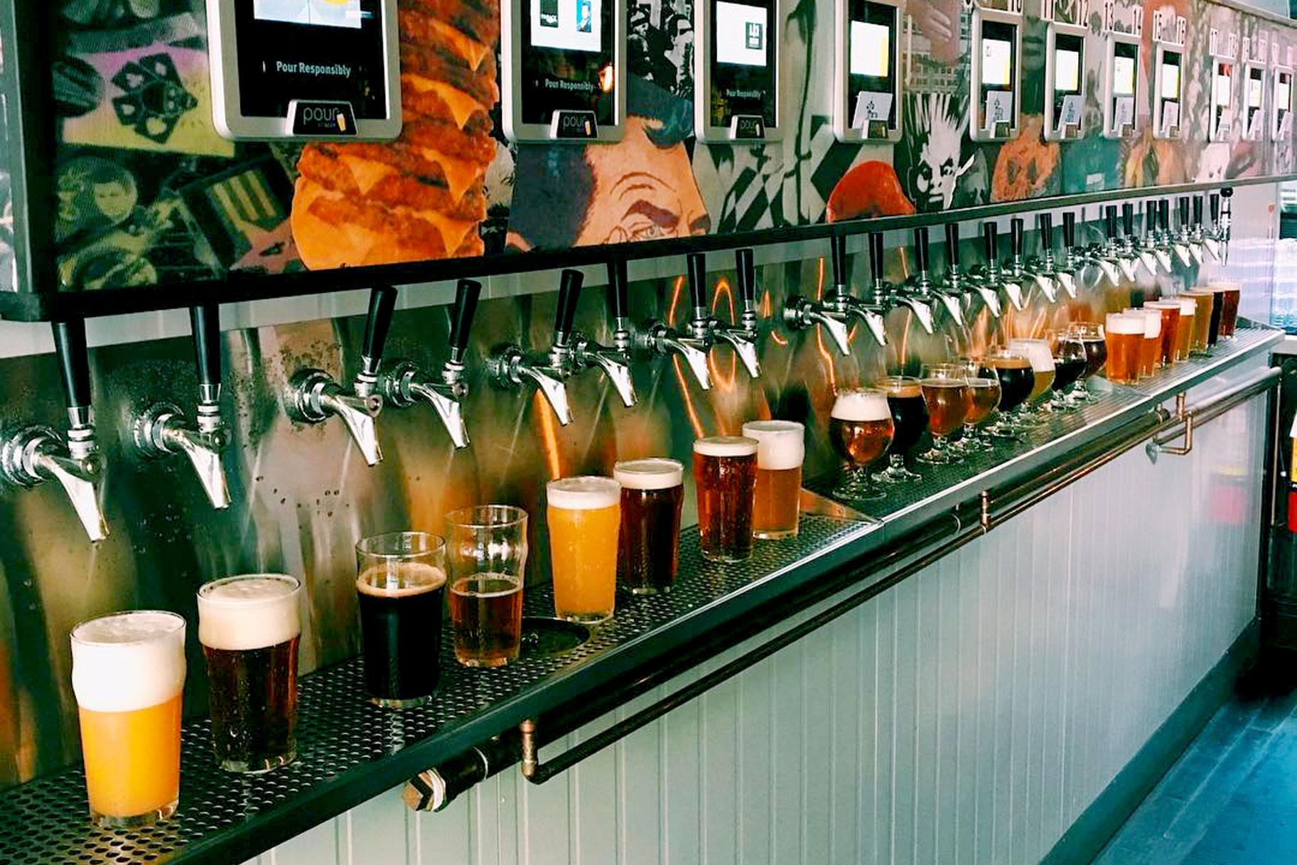 Банкомат за бира е най-новата екстра по баровете (СНИМКИ)