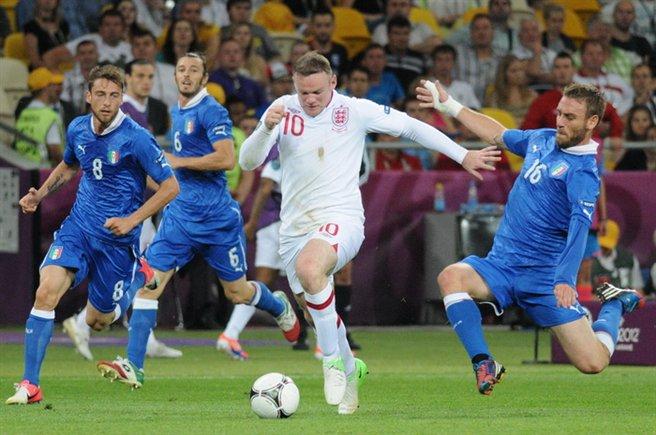 10 мига от кариерата на Руни за Англия
