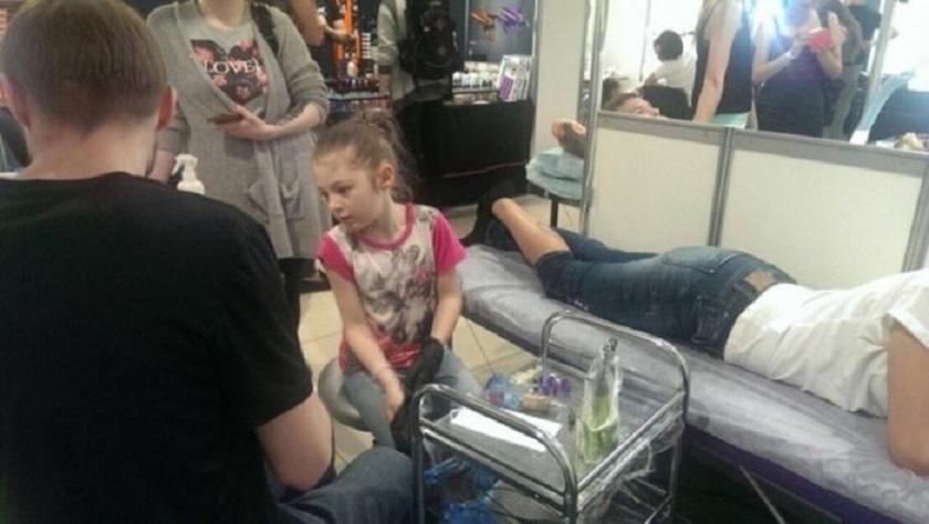 Тя е на 7 години, но вече прави татуировки (СНИМКИ)