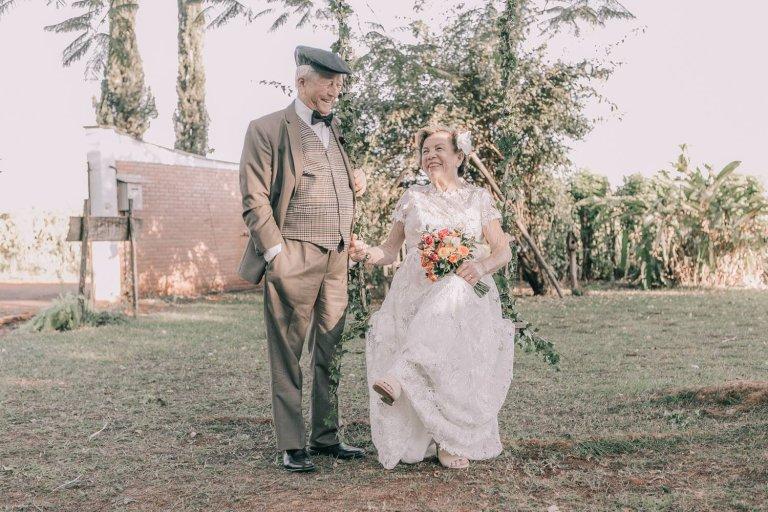 Двойка си направи сватбена фотосесия след 60 години брак