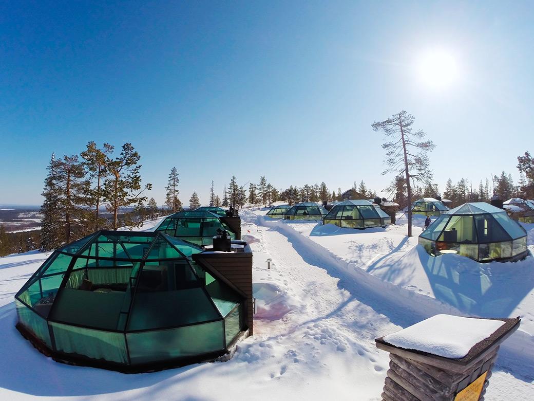 Скъпо, но уникално: Гледаш Северното сияние през иглу в Лапландия