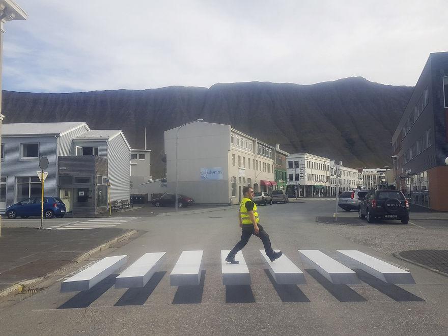 В Исландия убиват скоростта с 3D зебра (СНИМКИ)