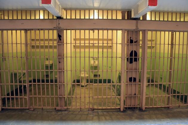 Затворник си отмъсти, като причини щети за $100 000 с пуснат в кенефа пуловер
