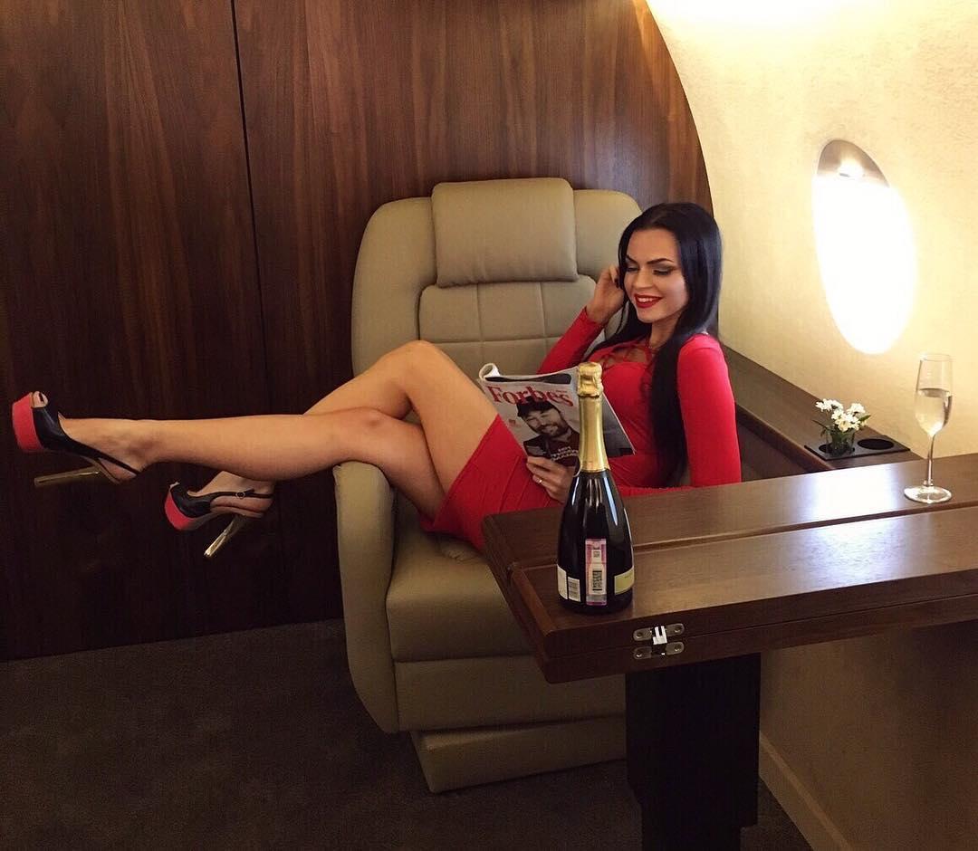 Плащаш 400 лева за снимки за Instagram в частен самолет