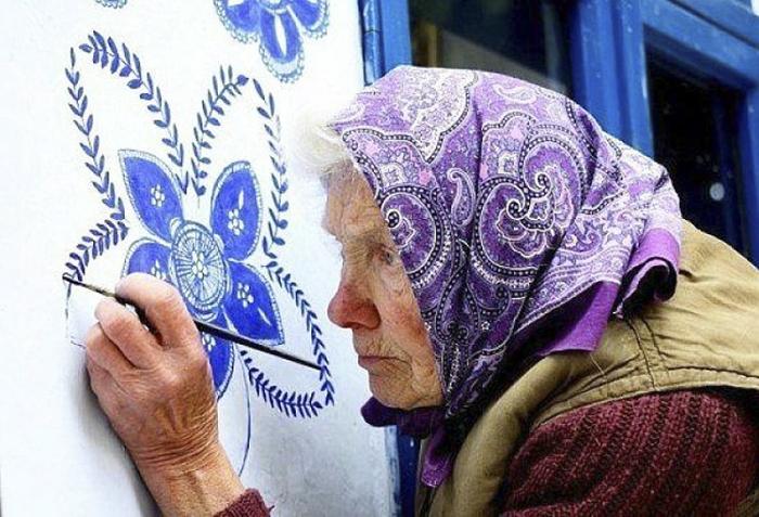 90-годишна баба изрисува сградите в родното си градче