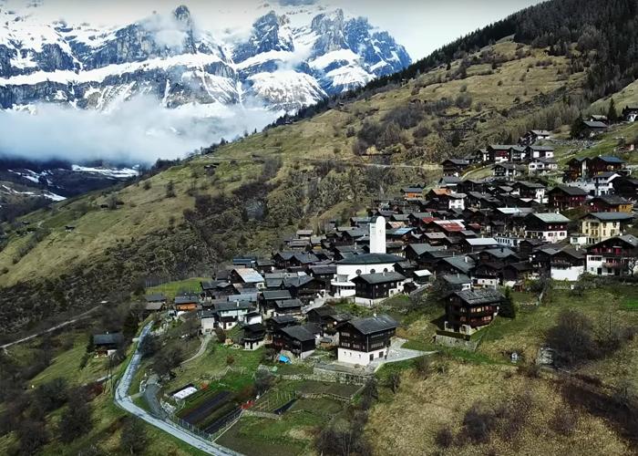 Швейцарско село плаща 42 000 лева, за да заживееш там