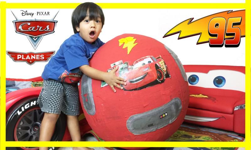 6-годишен стана милионер от влогърство на детски играчки