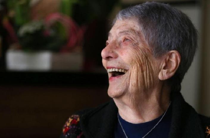 Мария Луиза е на 100 години и работи в собствен бар