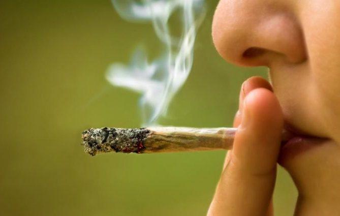 Учени: Колкото повече пушиш марихуана, толкова повече се пристрастяваш