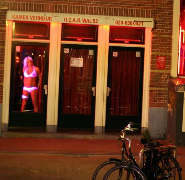 Забраниха да се вглеждаме в проститутките в Амстердам