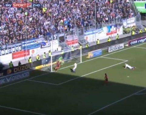 Това не е бъг на FIFA, а професионален вратар от Германия