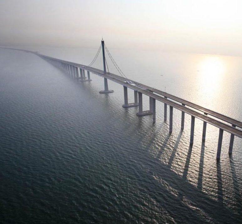 Китай се гордее с най-дългия морски мост в света