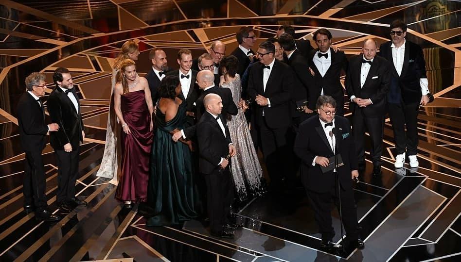 """""""Формата на водата"""" е филм на годината, Гари Олдман взе Оскар за главна мъжка роля"""