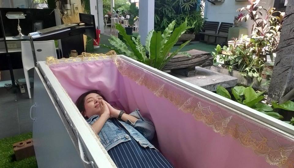 Тайландското кафене на смъртта, което учи посетителите да оценят живота