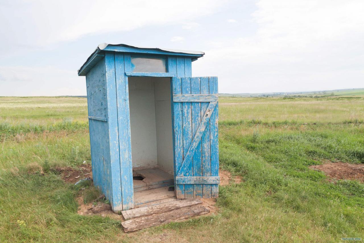 Трима души загинаха, опитвайки се да извадят iPhone от тоалетна