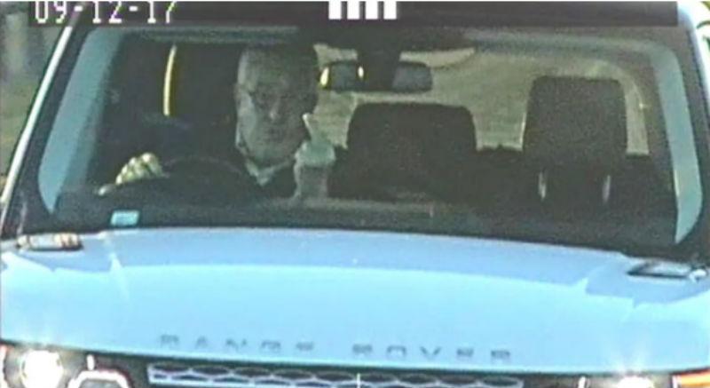 Бизнесмен инсталира заглушител за пътни камери и всеки път показва среден пръст