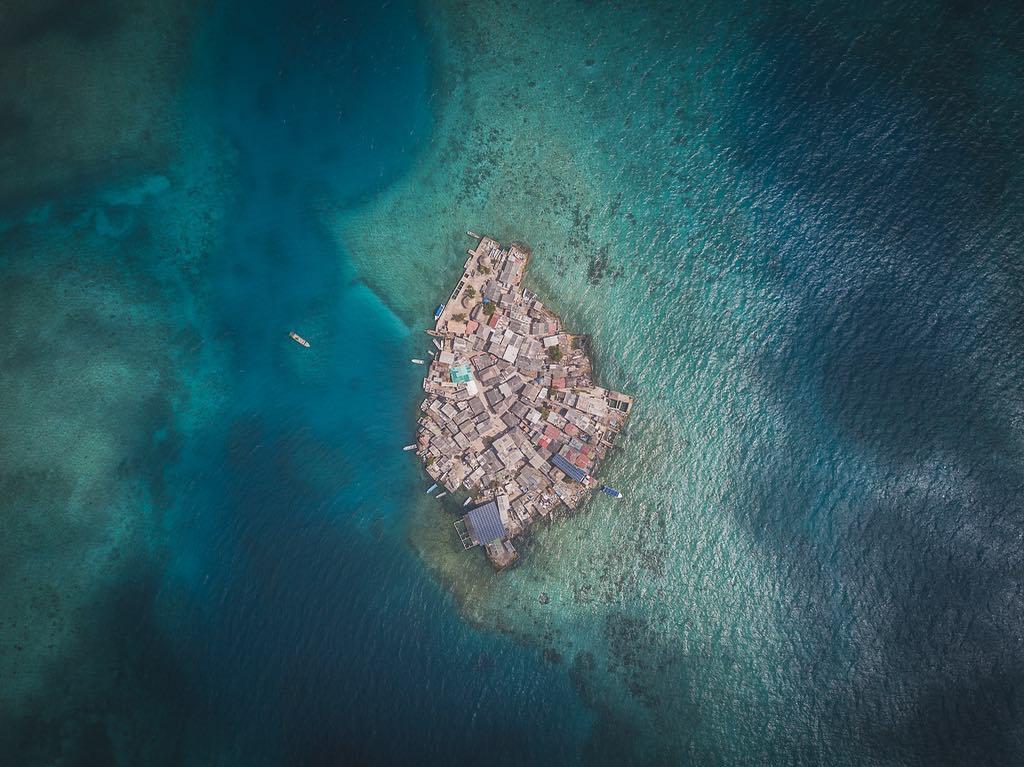 Островът с размер на футболно игрище, на който живеят 1000 души