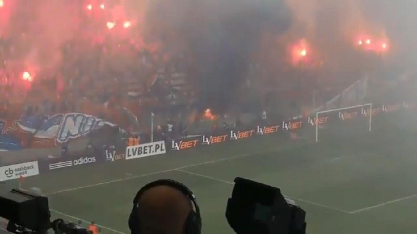 """Ирония: Фенове подпалиха без да искат банер """"ние никога няма да изгорим"""" (ВИДЕО)"""