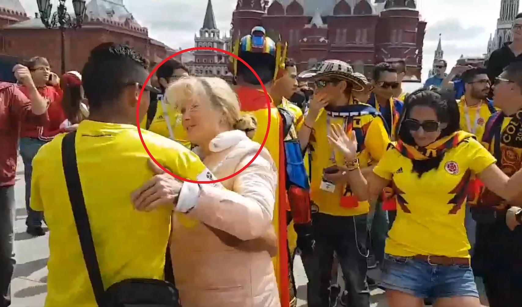 Мондиалът започва с настроение: Руска бабушка танцува с колумбийски фенове в Москва (ВИДЕО)