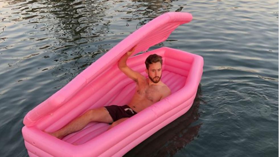 Надуваем ковчег е новият хит – сега в социалните мрежи, скоро и по родното черноморие