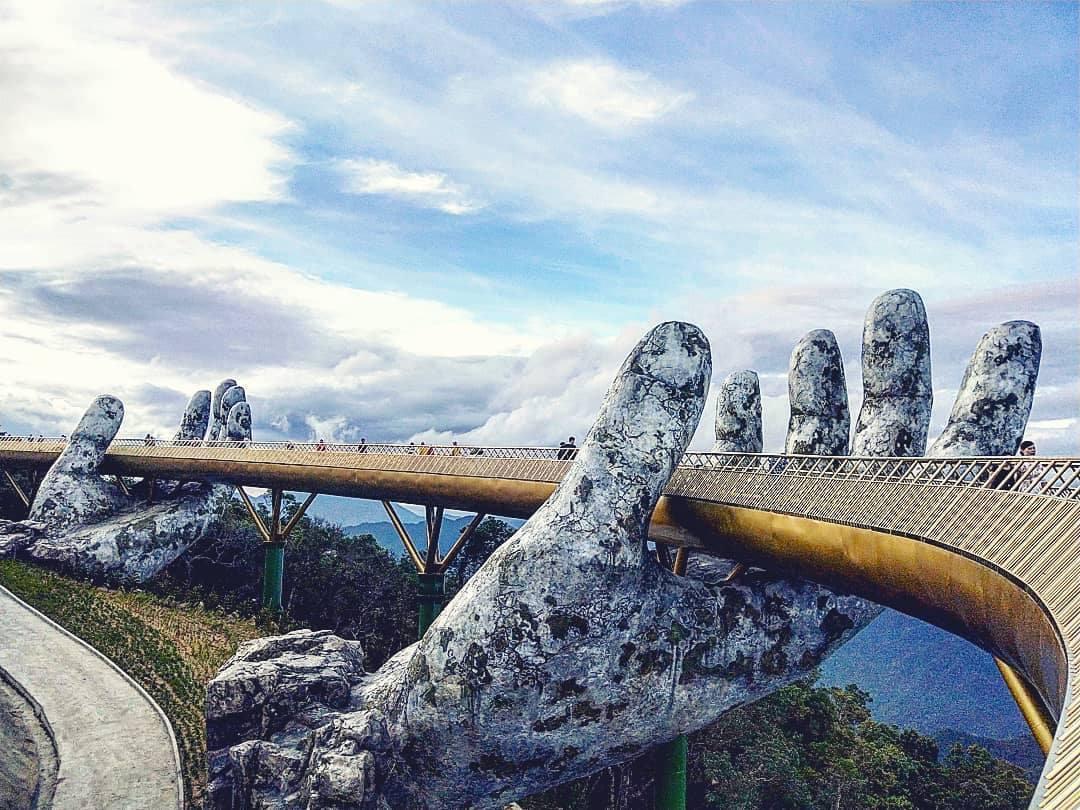 """""""Златния мост"""" в небето над Да Нанг (СНИМКИ)"""
