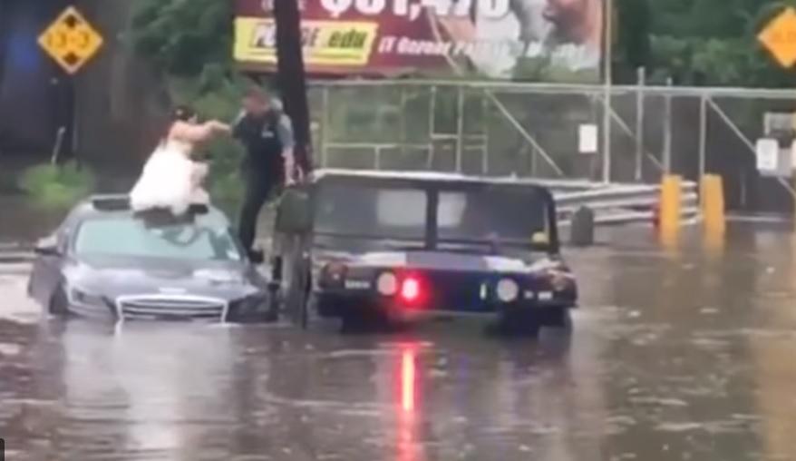 Полицай спасява булка и младоженец от опасно наводнение (ВИДЕО)